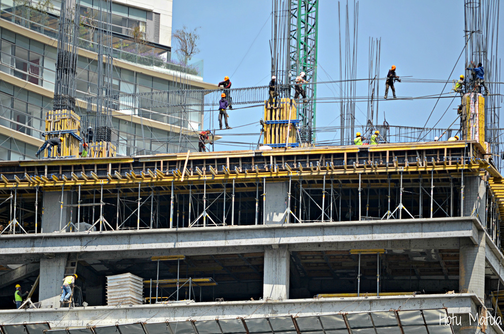 Resultado de imagen para muchos hombres construyendo edificios