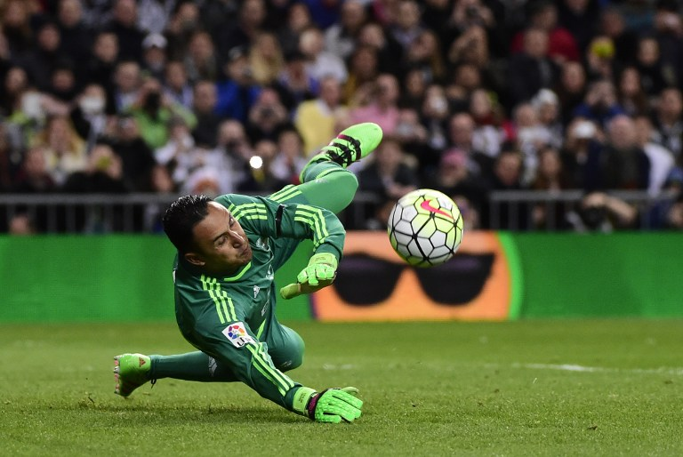 Real Madrid's Costa Rican goalkeeper Keylor Navas stops a penalty  during the Spanish league football match Real Madrid CF vs Sevilla FC at the Santiago Bernabeu stadium in Madrid on March 20, 2016. / AFP / PIERRE-PHILIPPE MARCOU