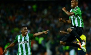 Colombia's Atletico Nacional player Jonathan Copete (R) celebrates with teammates after scoring against Argentina's Huracan during their Copa Libertadores 2016 football match at Atanasio Girardot  stadium in Medellin, Antioquia department, Colombia, on May 3, 2016. / AFP PHOTO / RAUL ARBOLEDA